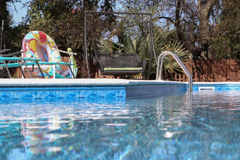 1000x660-tara-pool-liner-dolphin-island